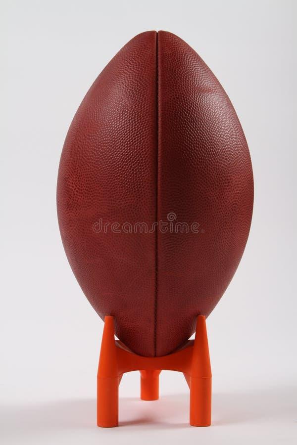 Le football sur un té de coup de pied photo libre de droits