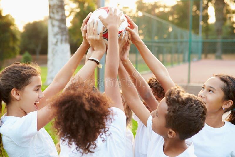 Le football Team Training Together de la jeunesse image libre de droits