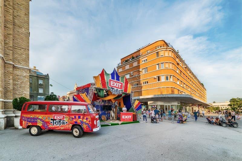 Le fourgon hippie est symbole de sortie de festival de musique photos libres de droits