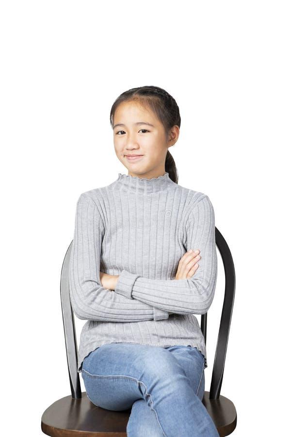Le framsidan av gladlynt asiatisk tonåring isolerad vit bakgrund royaltyfri foto