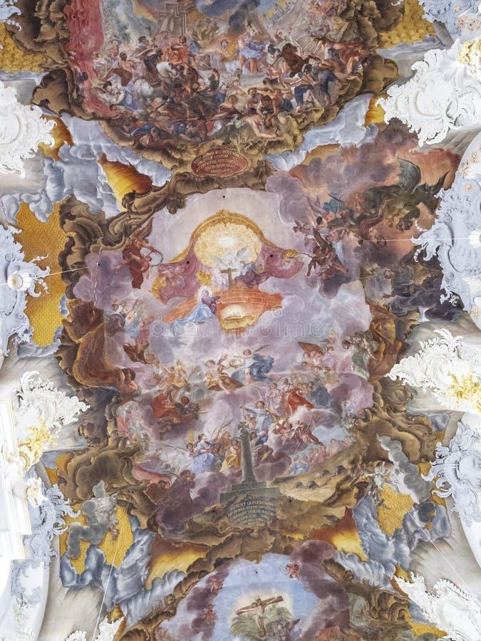 Le fresque sur le plafond de l'église baroque particulièrement belle de St Paulinus dans le Trier - l'Allemand le plus âgé photo stock