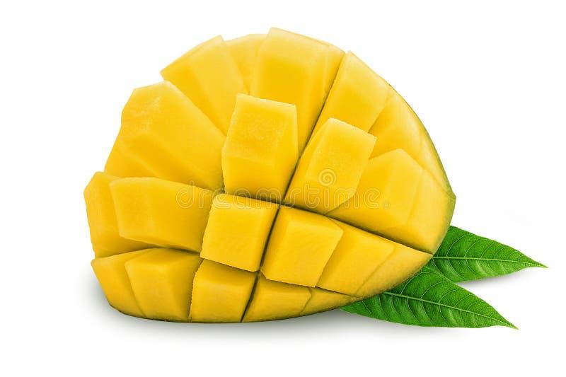 Le friut exotique de mangue a coupé en demi cubes avec la feuille photos stock