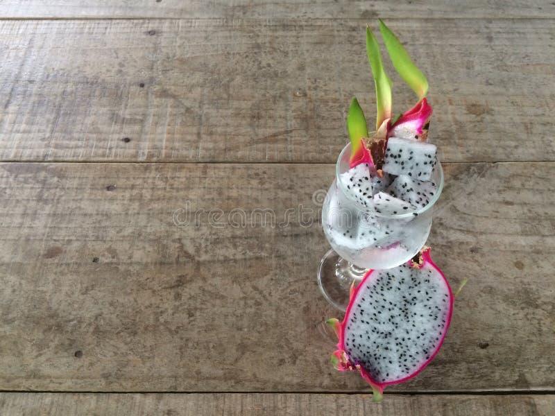 Le fruit du dragon ou le Pitaya a découpé en tranches image libre de droits