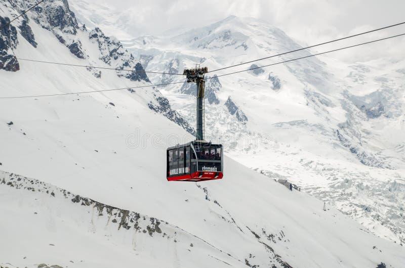 Le funiculaire dans les montagnes françaises d'Alpes Massif de Mont Blanc, Aiguille du Midi Chamonix photographie stock libre de droits