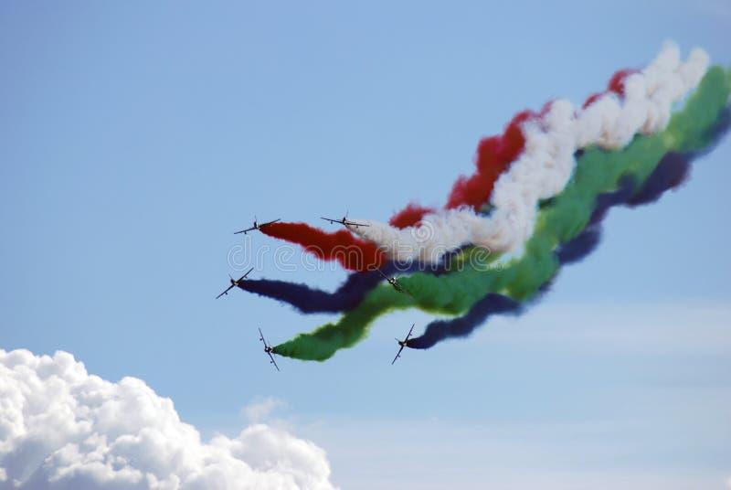 Le Fursan Al Emarat, une équipe acrobatique aérienne de l'Armée de l'Air des Emirats Arabes Unis image libre de droits