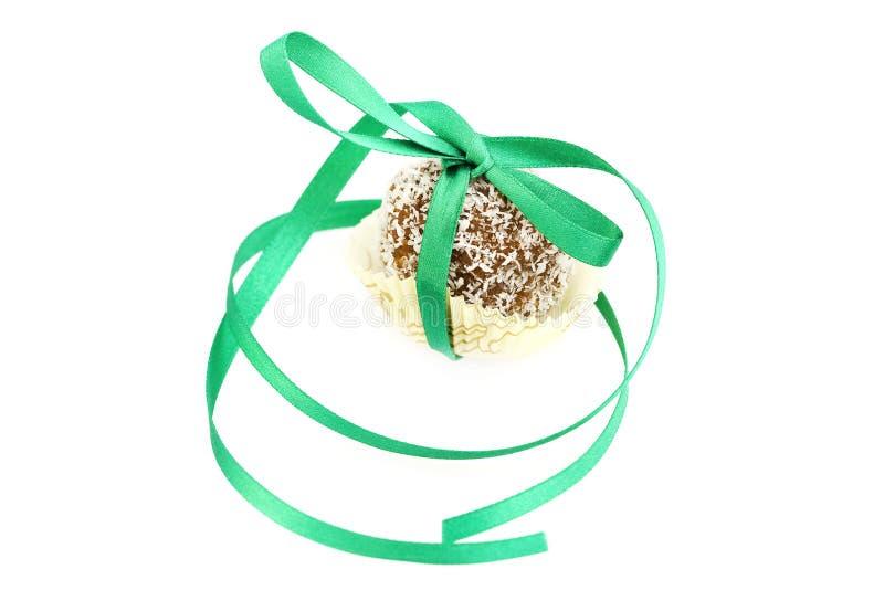 Le gâteau a complété avec la noix de coco photo stock