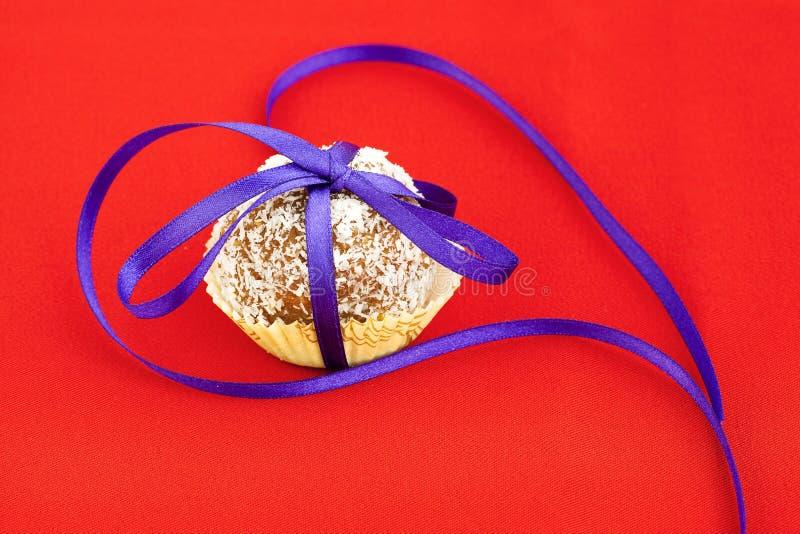 Le gâteau a complété avec la noix de coco photo libre de droits
