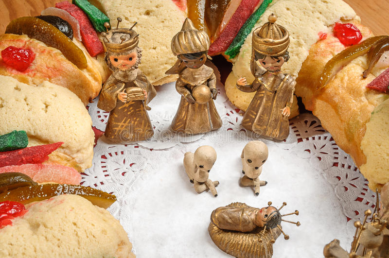 Le gâteau d'épiphanie, rois durcissent, ou rosca de Reyes photos stock