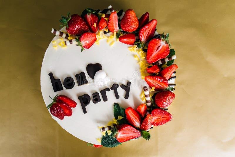 Le gâteau le plus beau et le plus délicieux Mariage, anniversaire Poule-partie image stock