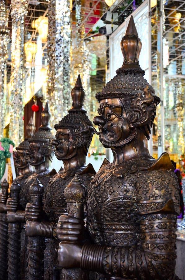 Le géant qui protège le bouddhisme photographie stock