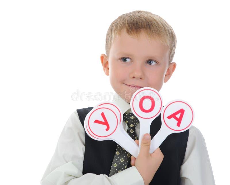 Le garçon apprend à s'afficher images libres de droits
