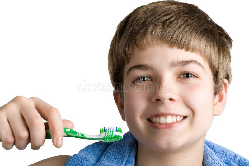 Le garçon avec une brosse à dents. photos libres de droits