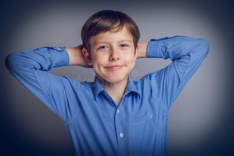 Le garçon d'adolescent de 10 ans d'aspect européen se sent photos stock