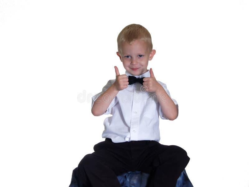 Le garçon de Bowtie renonce à des pouces images libres de droits