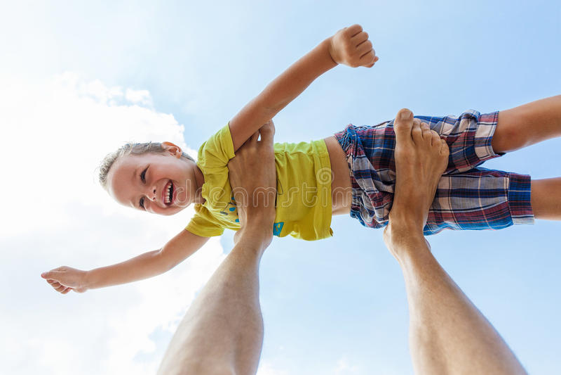 Le garçon de vol aiment le superhéros photographie stock libre de droits