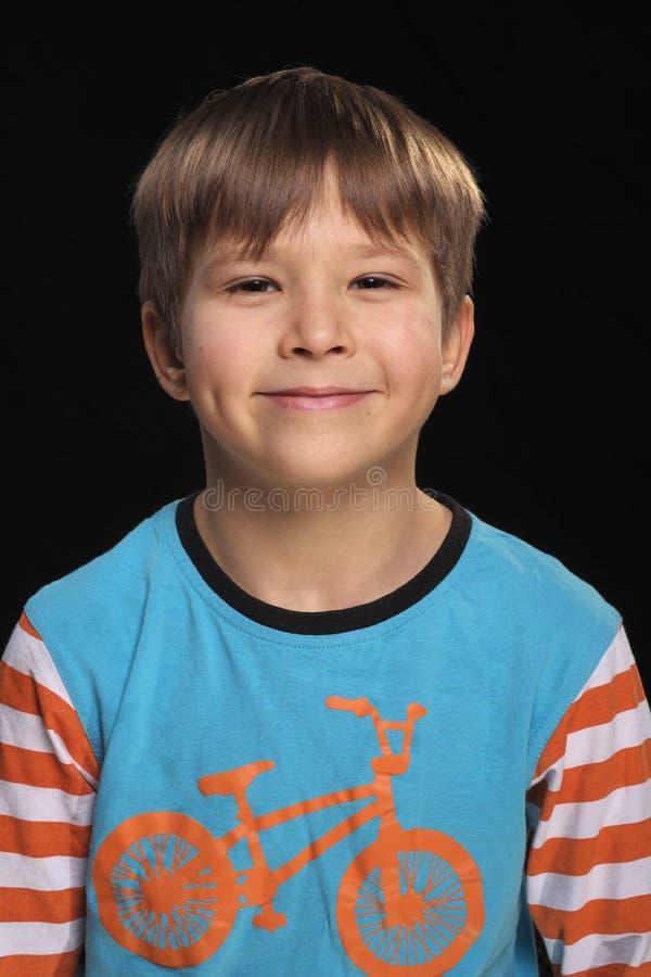 Le garçon gai. photographie stock