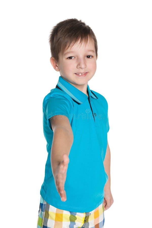 Le garçon va serrer une main photographie stock libre de droits