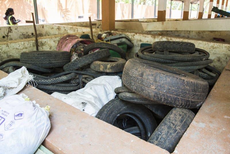 Le gaspillage de voiture d'occasion fatigue prêt à réutiliser photos stock