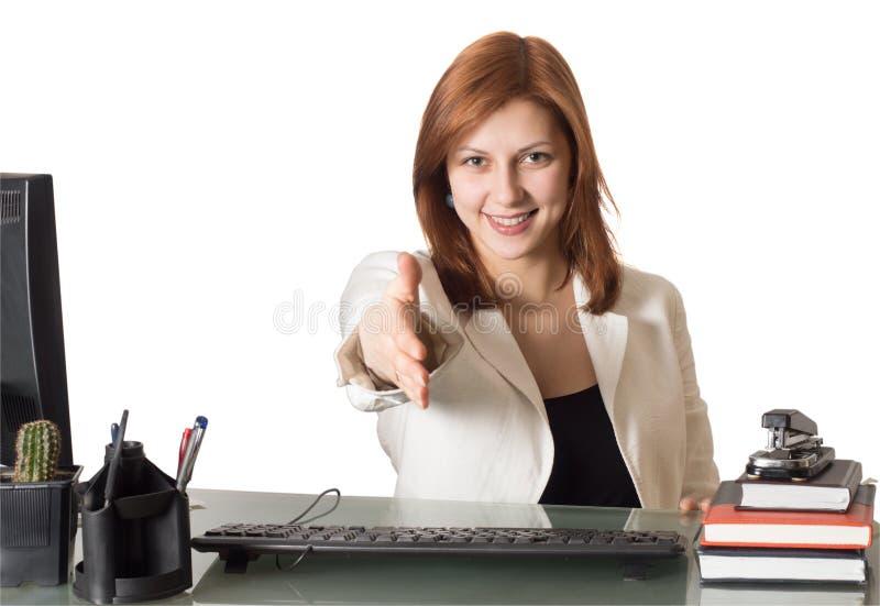 Le gestionnaire de femme atteint à l'extérieur pour la prise de contact image stock