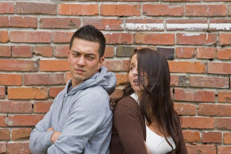 Le giovani coppie discutono fotografia stock libera da diritti