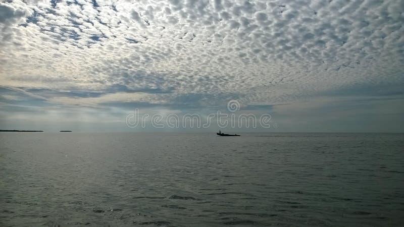 Le Golfe du Mexique avec le beau ciel et les nuages de bateau bon image libre de droits