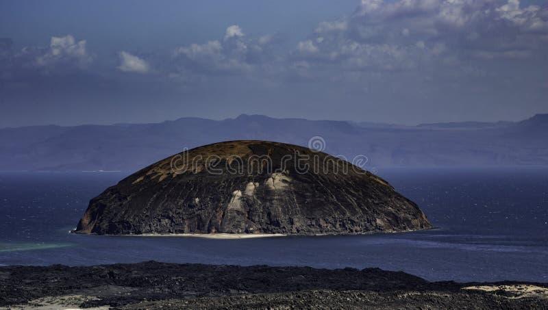 Le Goubet la roca de los diablos en la laca Goubet, Djibouti foto de archivo