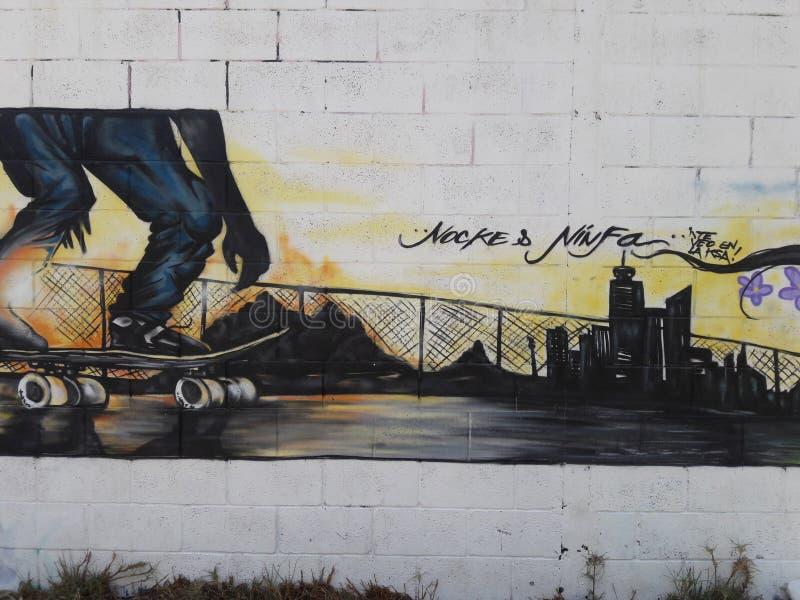 Le graffiti de fille d'art dans le mur du Mexique sous la route s'est rapporté au président de gauche de partie concernant le com images libres de droits