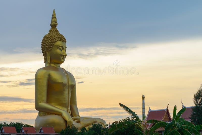 Le grand Bouddha chez Wat Muang Temple, Angthong photo libre de droits