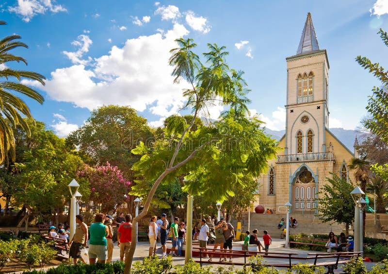 Le grand dos et son église des elquis de Pisco photographie stock