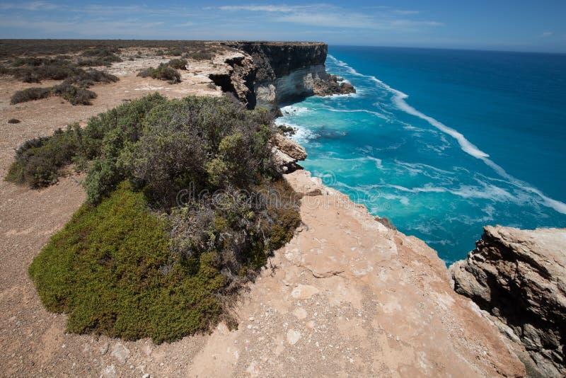 Le grand enfoncement australien au bord de la plaine de Nullarbor photographie stock libre de droits