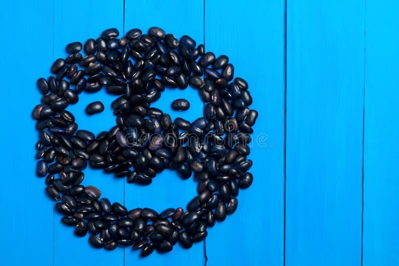 Le grand grain de haricot noir, cosse de haricot, beaucoup de haricots donnent au modèle une consistance rugueuse b photos stock