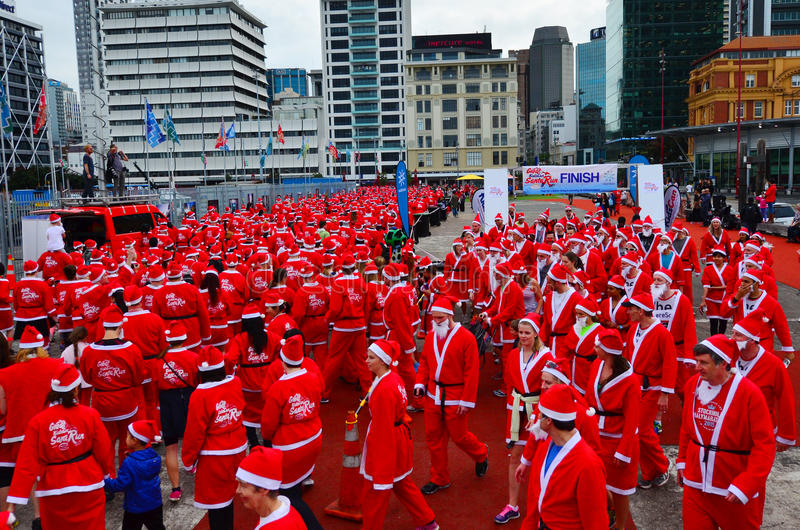 Le grand KidsCan Santa Run Auckland Central photographie stock
