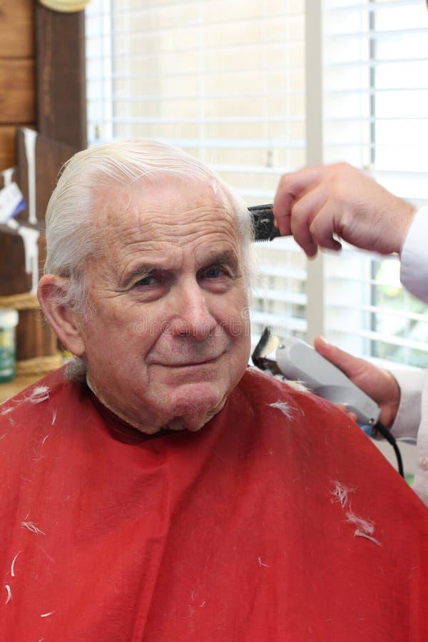 Le grand-papa obtient une coupe image stock