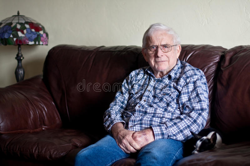 Le grand-papa semble sérieux photos stock