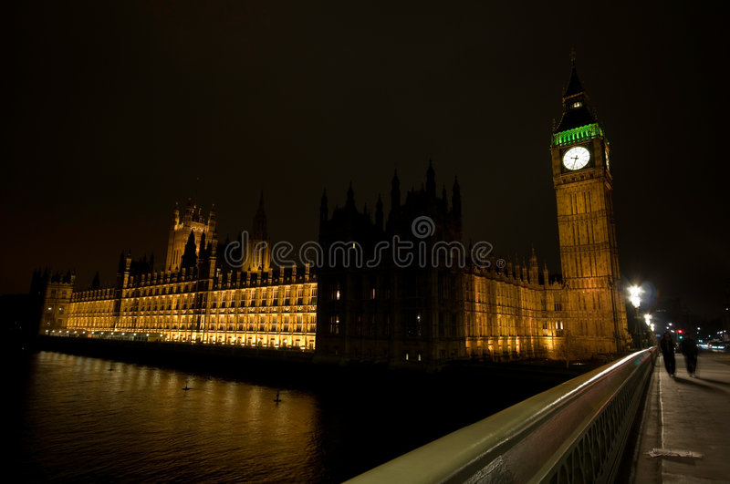 Download Le Grand Parlement De Nuit De Maisons De Ben Photo stock - Image du maisons, architecture: 8671332