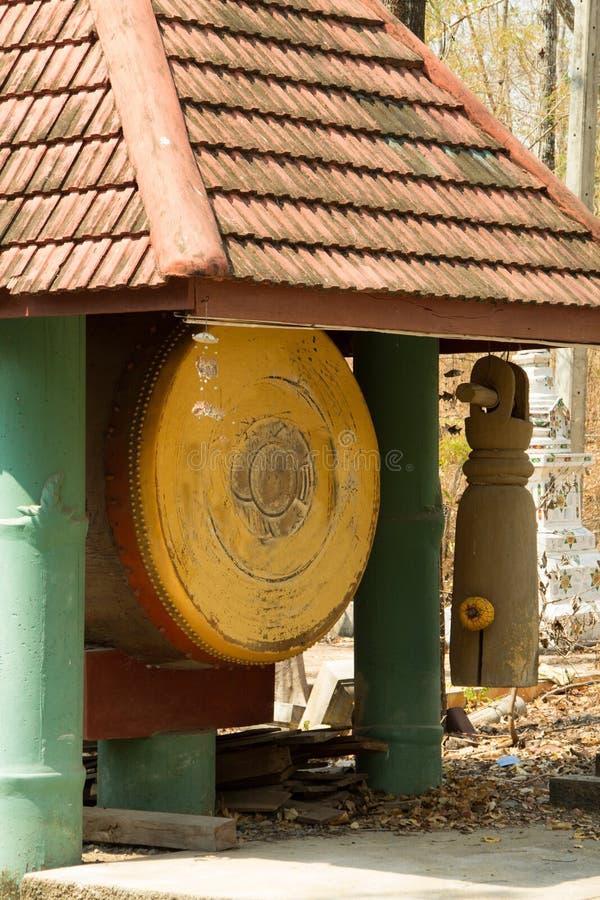 Le grand tambour antique est dans le temple, Thaïlande images stock