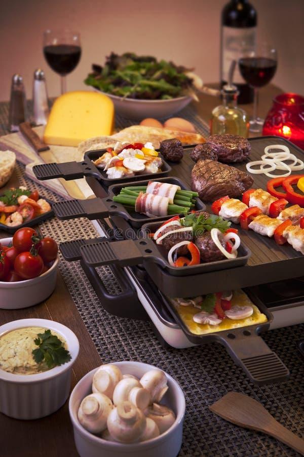 Le gril de table de raclette ou les n erlandais gourmetten - La table a raclette ...