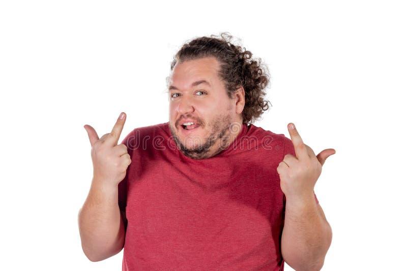 Le gros homme heureux montre des doigts et des sourires sur le fond blanc photo libre de droits