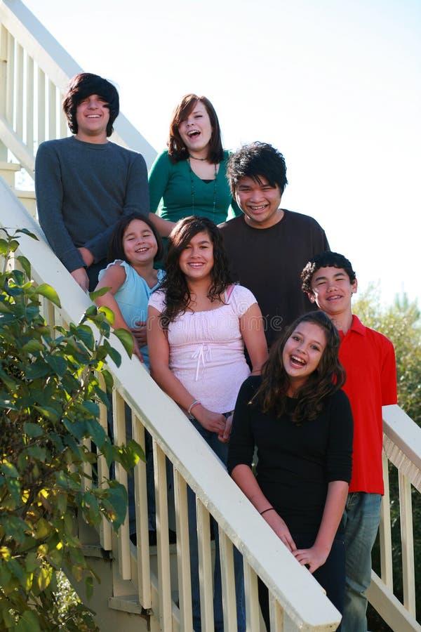 le groupe badine des escaliers photos libres de droits