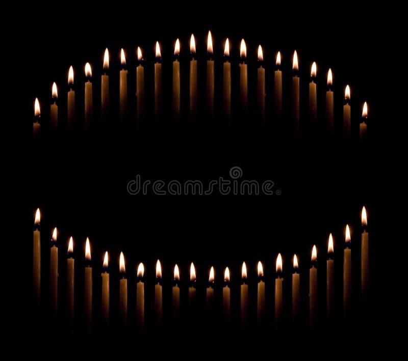 Les bougies de chandelle font le cercle photographie stock libre de droits