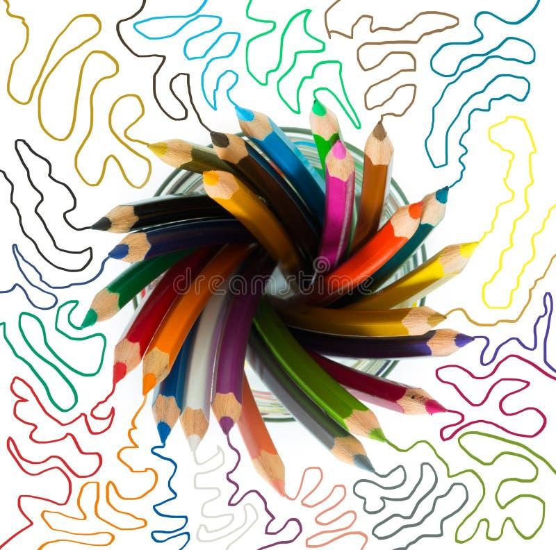 Le groupe de couleur en bois crayonne dans un verre photo libre de droits