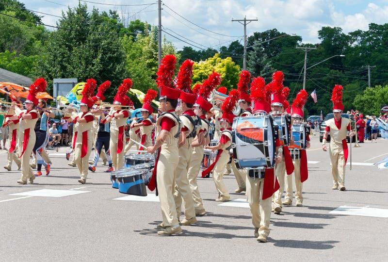 Le groupe de musique du lycée de Sibley exécute dans Mendota image libre de droits