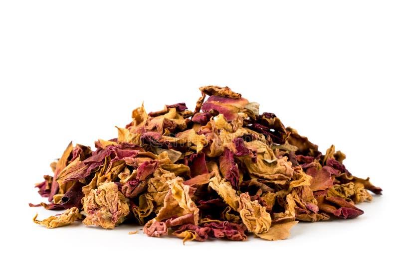 Le groupe de sec a monté des feuilles sur un blanc, d'isolement Additif dans le thé images stock