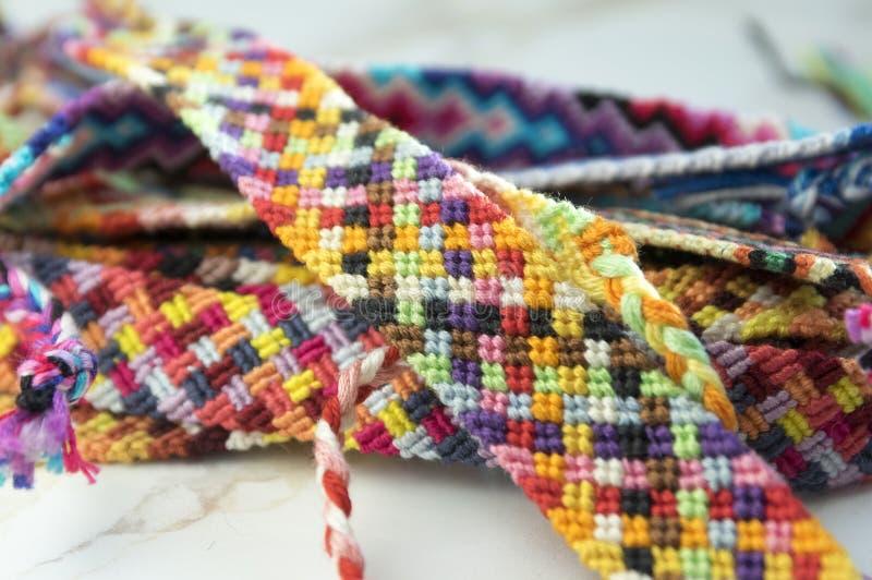 Le groupe du bracelet de l'amitié, simplicité handcraft photos stock