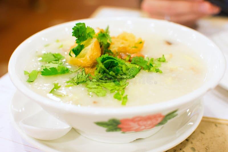 Le gruau célèbre de Tingzai de casse-croûte de Chinois a servi sur la table photo libre de droits