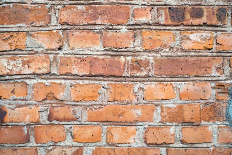 Le grunge de vintage et le vieux mur de briques rouge-brun donnent au fond une consistance rugueuse photos stock