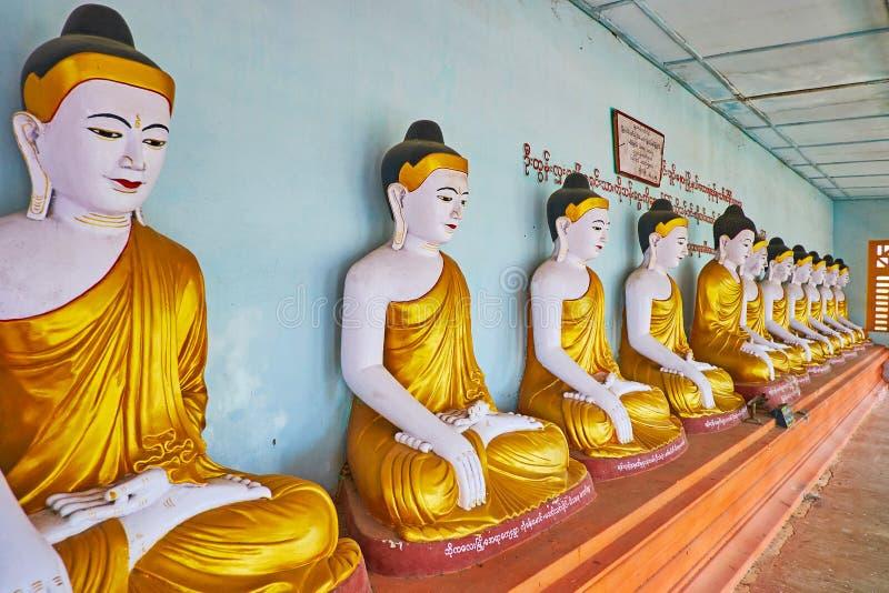 Le hall de prière de la Chambre d'image d'U Min Thonze Temple, Sagaing images libres de droits