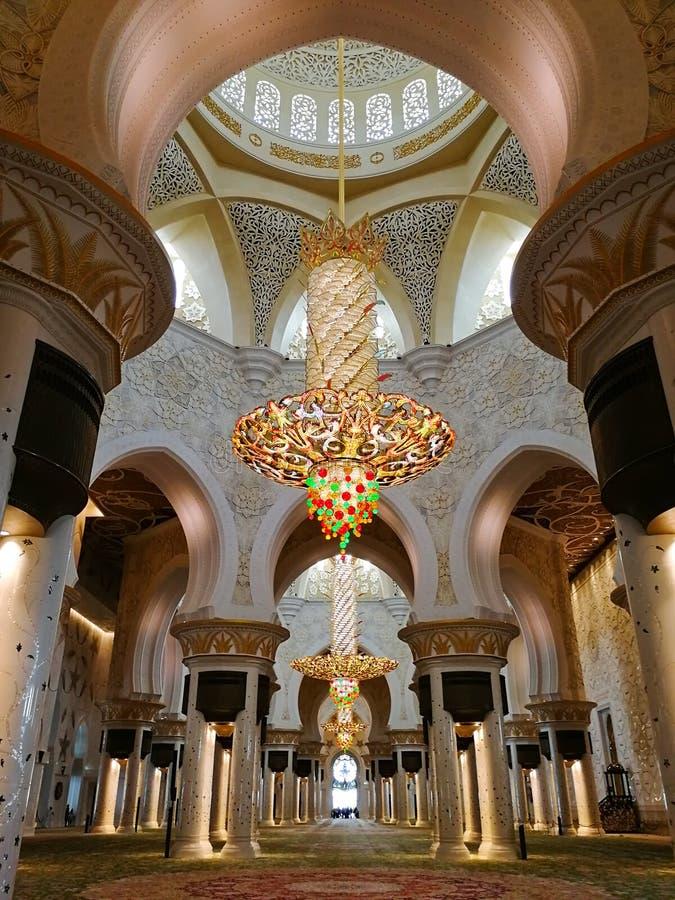 Le hall de prière de la mosquée d'Abu Dhabi Sheikh Zayed Binsultan Nahyan images libres de droits