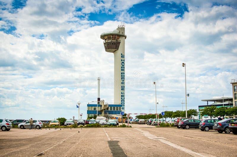 Le Havre, Frankreich - 29. Juni 2012 Leuchtturm im berühmten Hafen in Normandie stockfotografie