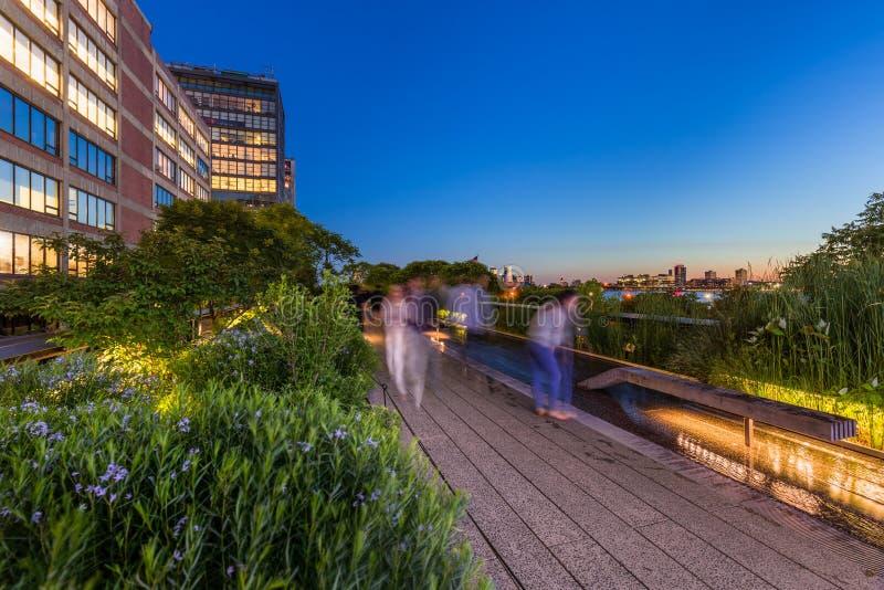 Le Highline au crépuscule, Chelsea, Manhattan, New York City photos stock